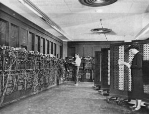 ENIACは巨大で、部屋全体がコンピューターです。